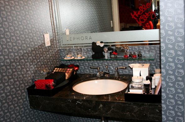 Hello Kitty S Lavish Hotel Suite In Beverly Hills Huffpost