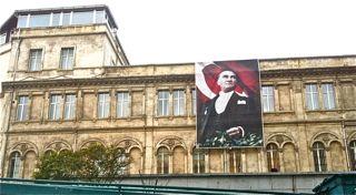 2011-12-22-Ataturkonbuilding.jpg