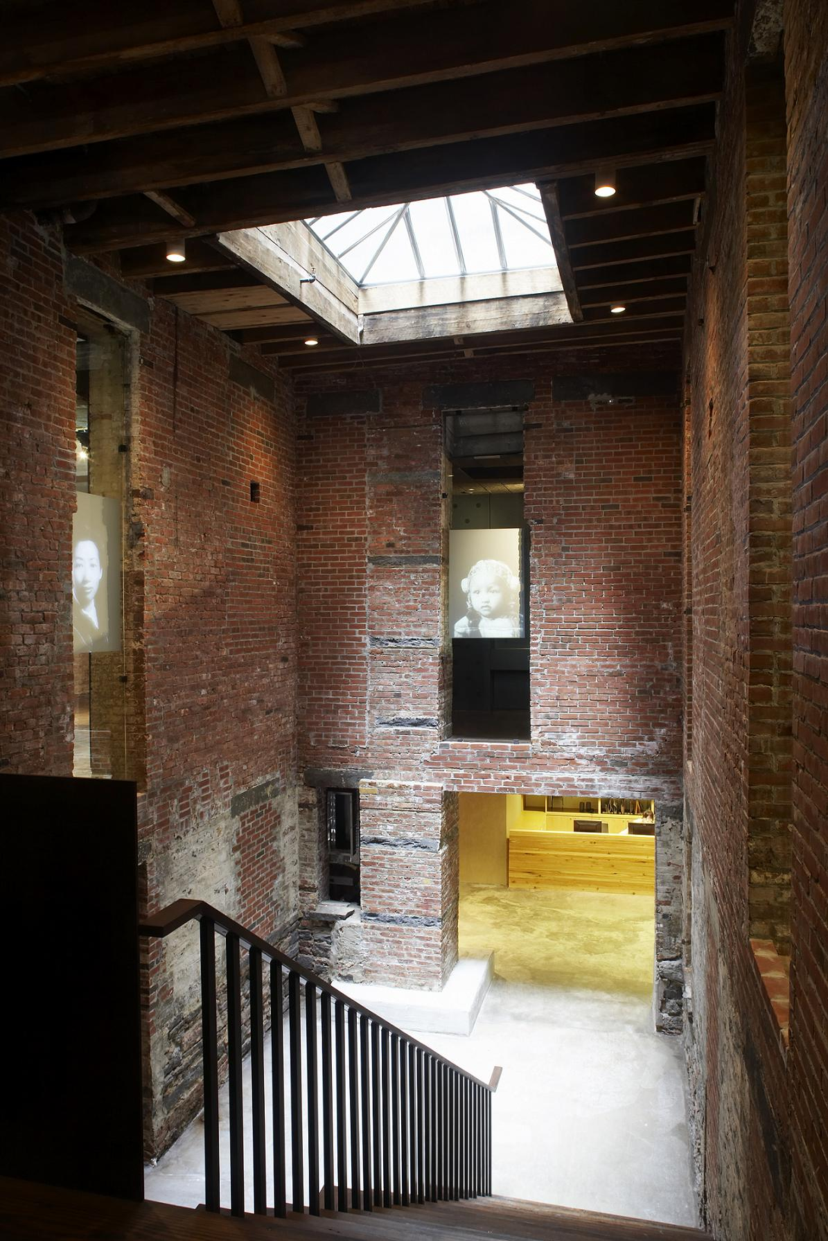 2012-01-12-MOCAcourtyard.jpg