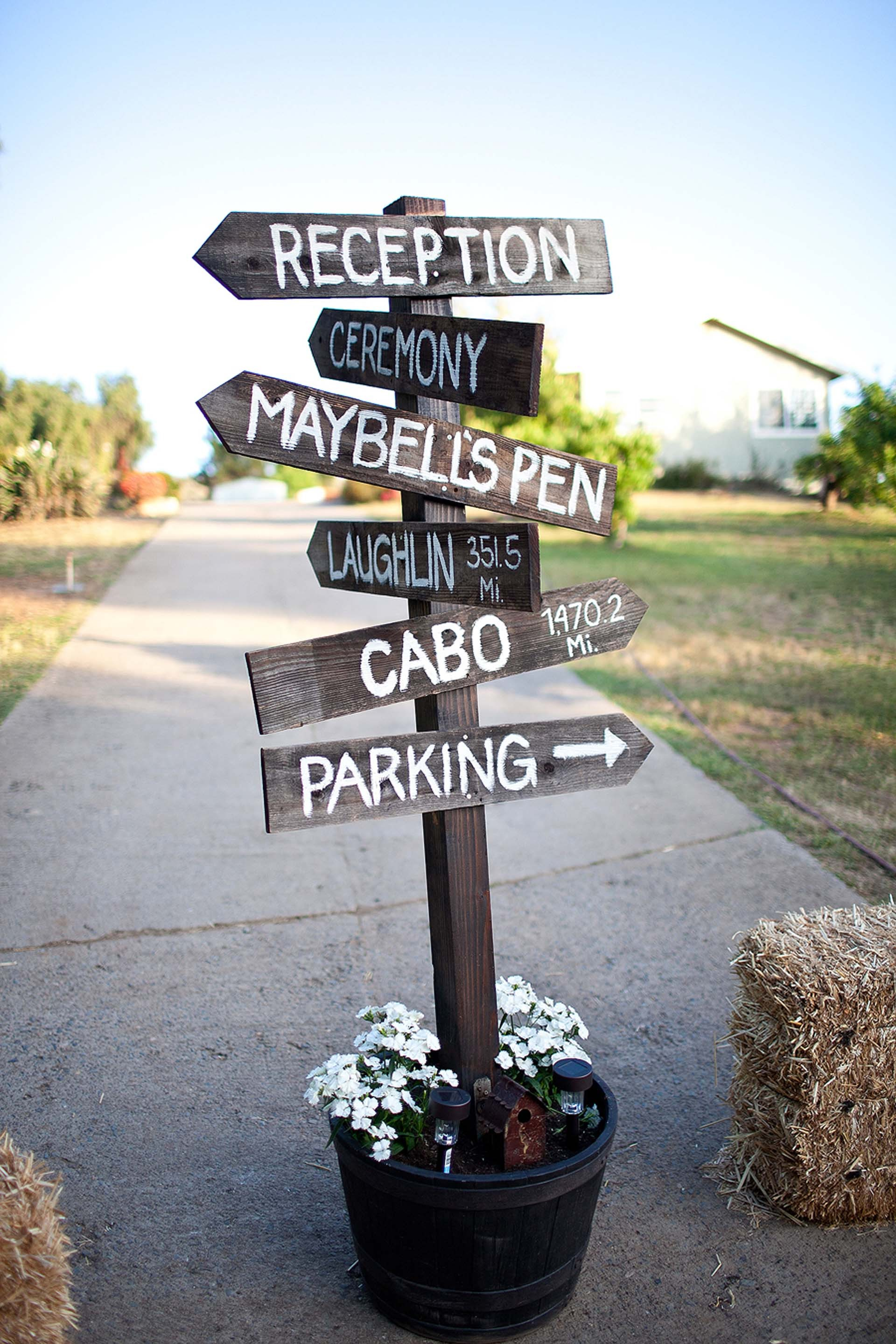 Fantastic DIY Wedding Signs