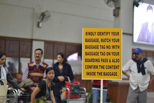 2012-01-19-BaggageBeltSignatIndianAirport.JPG