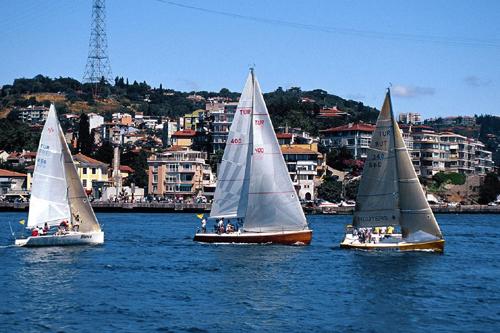 2012-01-26-sailboatistanbul.jpg