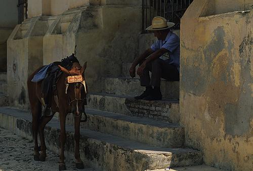 2012-03-20-HombreycaballoCUBA500pxLowRes.jpg