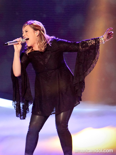 2012-03-21-ErikaVanPelt-Erika_Van_Pelt_American_Idol_fashion_03.14.12.png