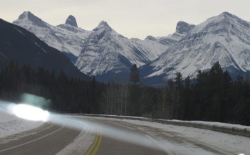 2012-03-24-Icefieldshighwayfromcar.png