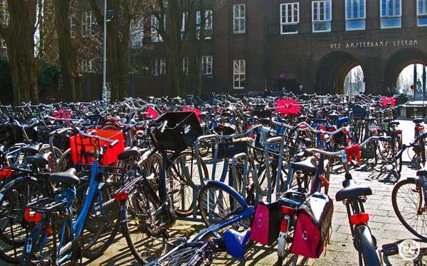 2012-03-25-AmsterdamBikeParkingCCKellyRiggweb.jpg