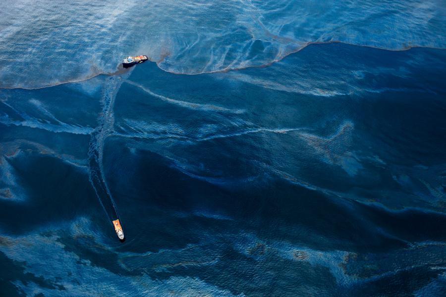 2012-03-28-daniel_beltra_oil_spill_2010.jpg