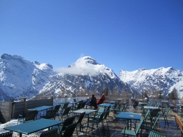 2012-04-04-skiresort.JPG