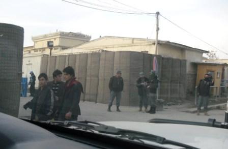 2012-04-06-Kabulstreetroadblock1.JPG