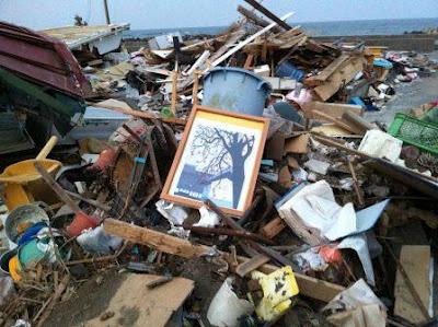 2012-04-08-wreckagedebris.jpg