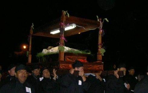 2012-04-10-jesuscatafalque.jpg