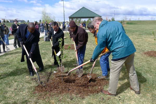 2012-04-17-treeplantingdignitarieshuffpo.jpg