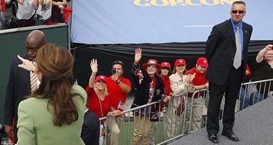 2012-04-22-120420_palin_secret_service_ap_605.jpg