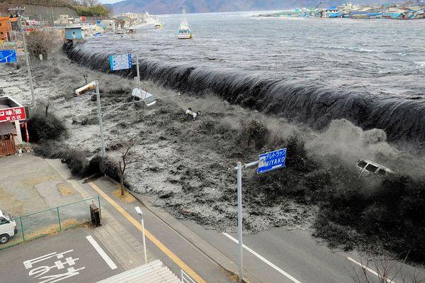 2012-04-25-japanearthquaketsunaminuclearunforgettablepictureswave_33291_600x450.jpg