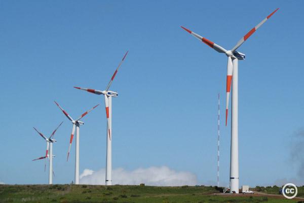 2012-05-20-windturbinescckellyriggtcktcktck.jpg
