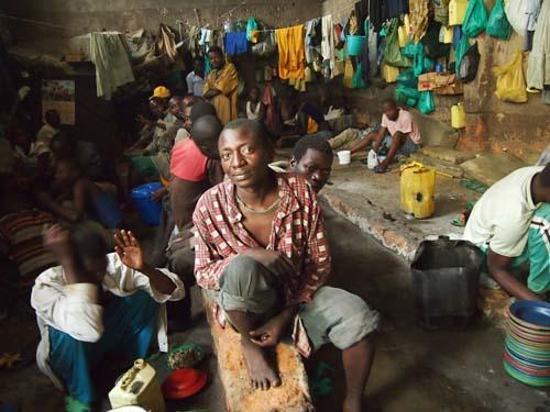 2012-05-21-overcrowdedprisonP3262698.jpg