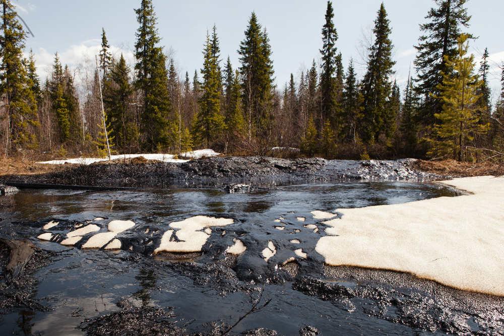 2012-05-24-120523_Russia_Oil_pipeline_spills_komi16.jpg