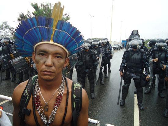 2012-06-27-INDIGENOUSPROTESTERANDARMEDBRAZILIANPOLICE.JPG