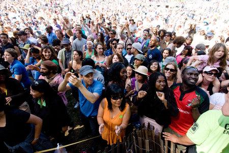 2012-06-27-stern.crowd.jpg