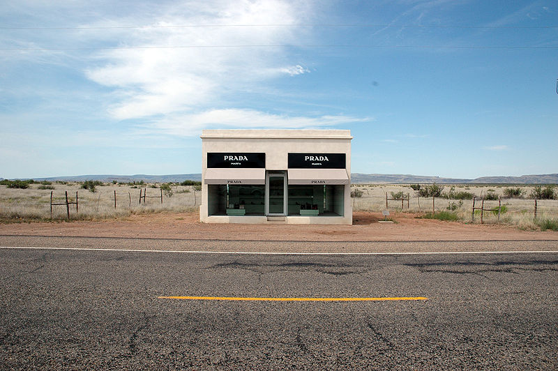 2012-07-02-Marfa_Diaries-800pxElmgreen__Dragset__Prada_Marfa__Head_on.jpg
