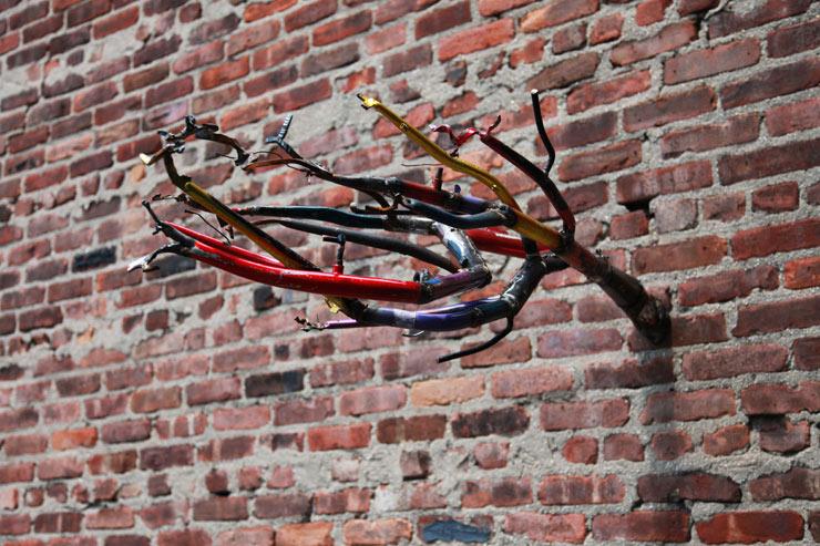 2012-07-03-brooklynstreetartbernardklevickasjaimerojocresthardwareartshow0712web.jpg