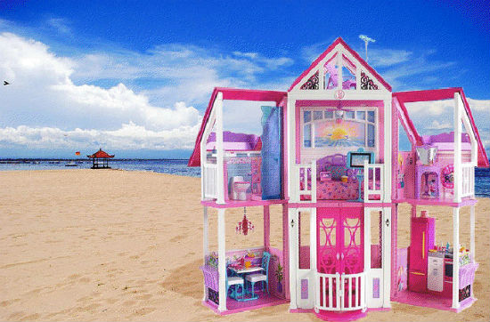Barbie 39 s malibu real life dream house is laughably small for Small dream house pictures