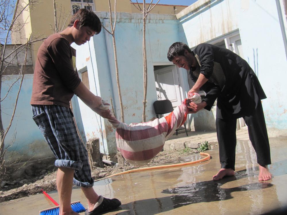 2012-07-30-AbdulhaiaHazarawashingduvetswithRazaPashtoon.jpg