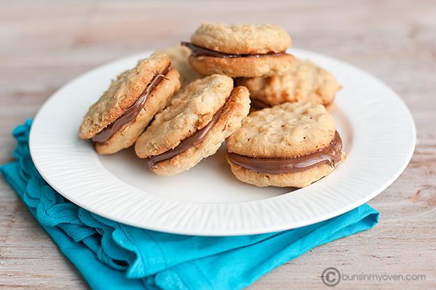 2012-07-31-peanutbutternutellasandwichcookies.jpg