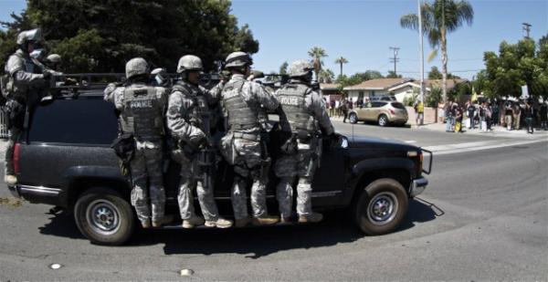2012-08-01-policeunmarkedsuv-AzAs9ZACMAA3vMI.jpg
