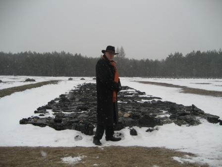 2012-08-31-TreblinkaGaschamberremnantsweb.jpg
