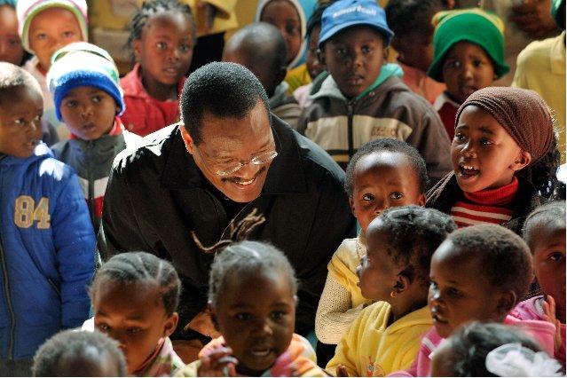 2012-09-03-bishopblakesaveafricakids.jpg