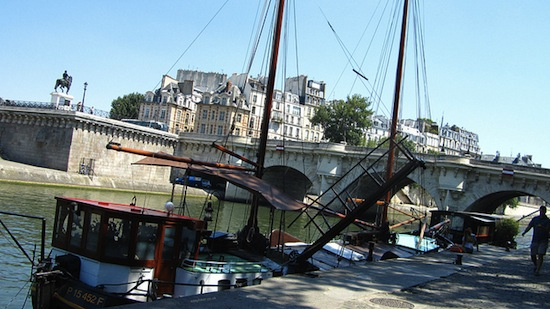 2012-09-26-BoatsbytheriverSeineinParis.jpeg