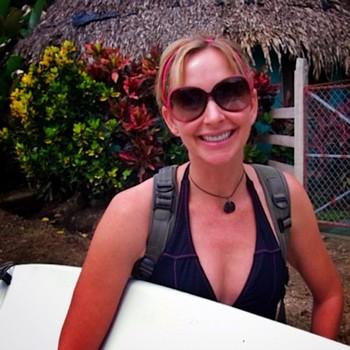 2012-10-02-MeiSurfing.jpg
