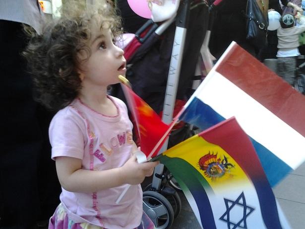 2012-10-05-Israeligirlatparadewithflags.jpg