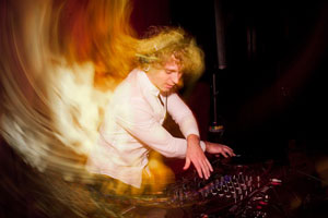 2012-10-24-Acousticaelectronica300co.jpg