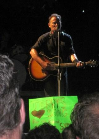 2012-10-26-Brucewithsign.jpg