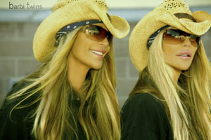 2012-10-26-straw_hats_barbi_twinsweb.jpg