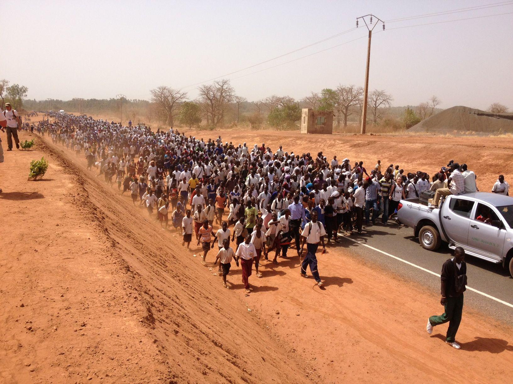 2012-10-29-GambiaThousandswalking.jpg