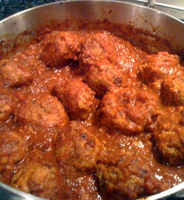 2012-11-01-meatballsinredsauce.jpg