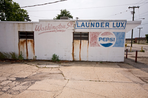 2012-11-07-launderluxghost570.jpg