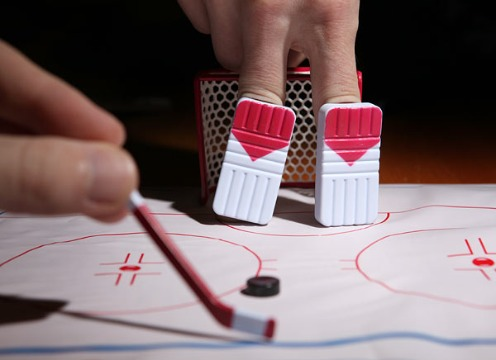 2012-11-14-edd6_finger_hockey_desktop_game_inuse2.jpg