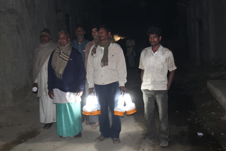 2012-11-18-Indiasolarlightpic1.jpg