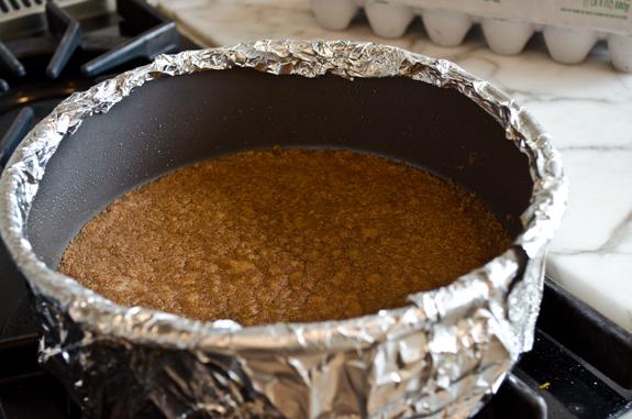 2012-11-20-bakedgingersnapcrust.jpg