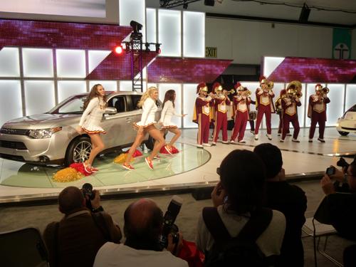 2012-11-30-USCMarchingBandCheersonMitsubishi.jpg