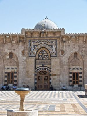 2012-12-04-449pxInside_great_mosque_Aleppo.jpg
