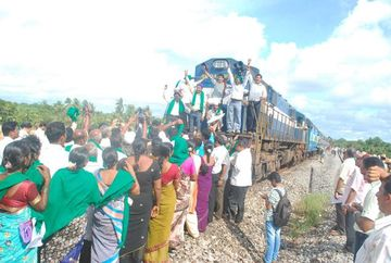 2012-12-04-IndiaCoalTrainProtest.png