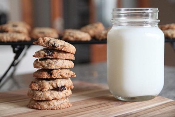 2012-12-04-coconut_cherry_oatmeal_cookies_thumb.jpg
