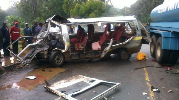 2012-12-06-Matatuaccidentkenya.jpg