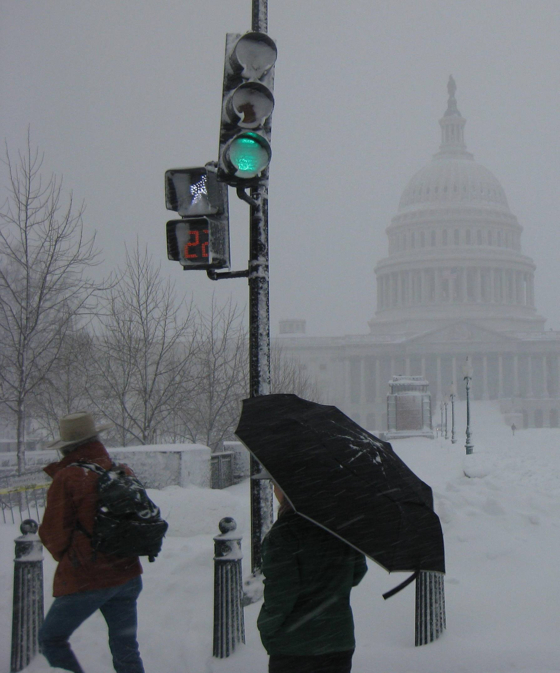 2012-12-18-TheCapitolGreenLight.jpg