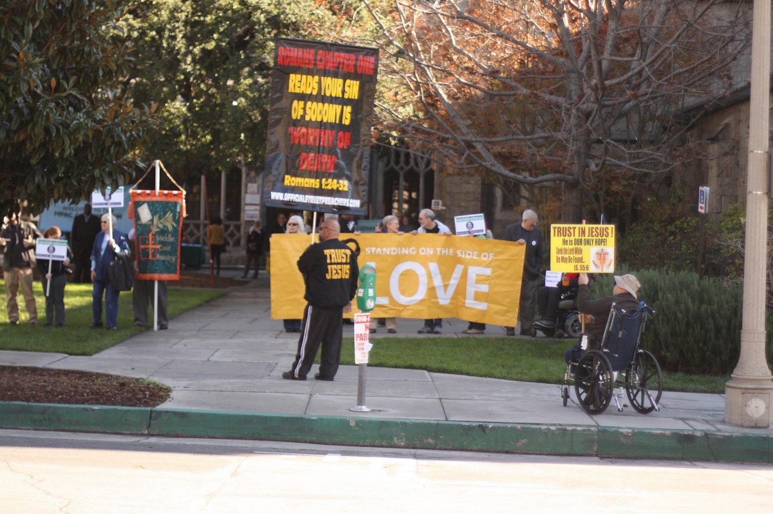 2012-12-18-counterprotest1.jpg